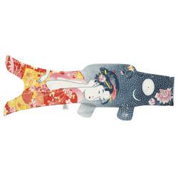manche à air en forme de carpe koi rouge bleu KOINOBORI TATTOO GEISHA
