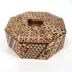 scatola ottagonale nella tradizionale intarsio Yosegi di Hakone KOYOSEGI