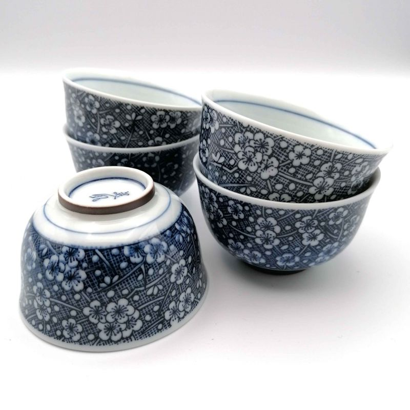 Set of 5 blue Japanese cups and small plum flowers - UME