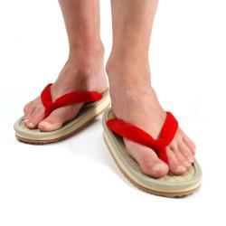 la paire de sandales japonaises zori lannières rouges