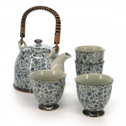 teapot and four teacups set with blue flower patterns white KOZOME SUÎTO