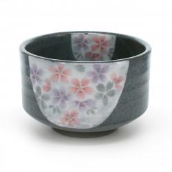 bol à thé traditionnel japonais avec motifs fleurs de sakura MONKURO